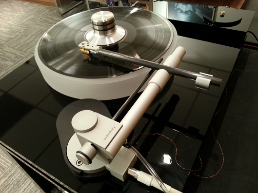 Very beautifully crafted, hand-built tonearm